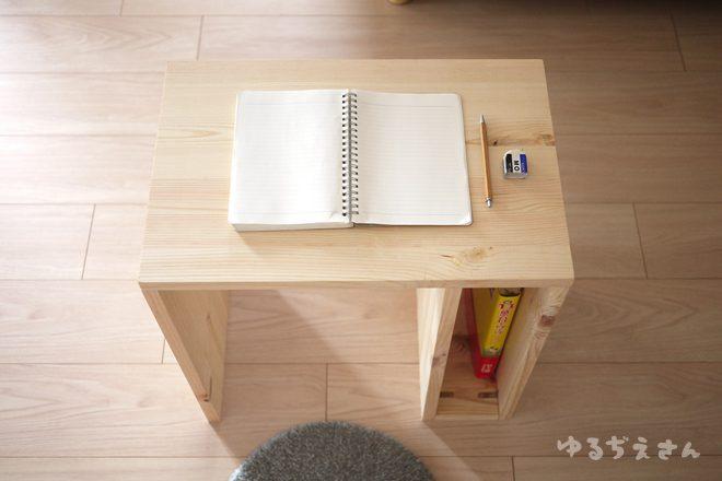 手作りのかわいい学習机