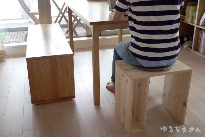 子ども机をベンチに活用