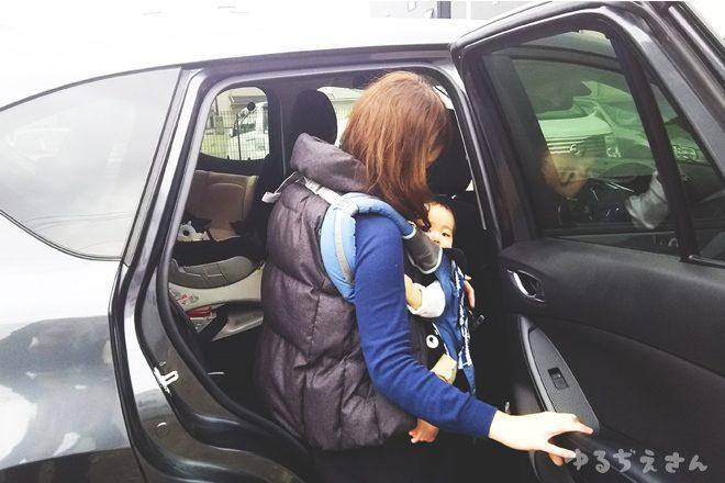 妻と息子がcx-5に乗り込む