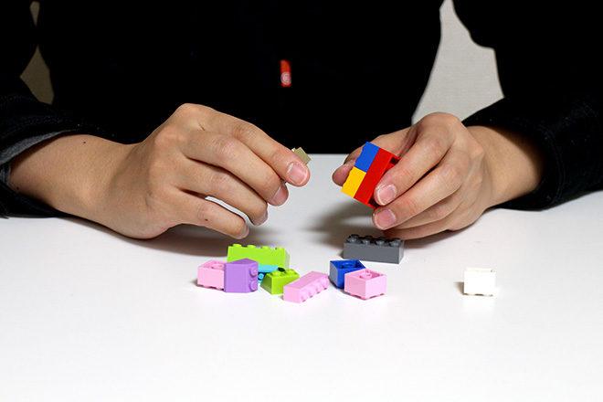 レゴを組み立てる