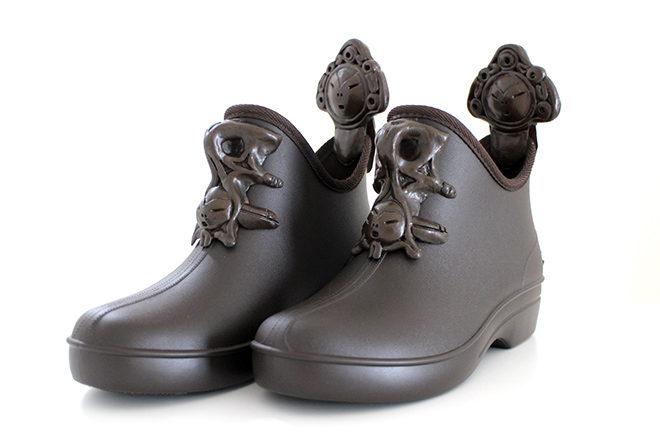 顔面把手付雨靴