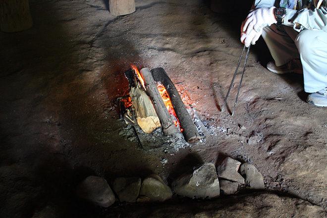 竪穴式住居の中