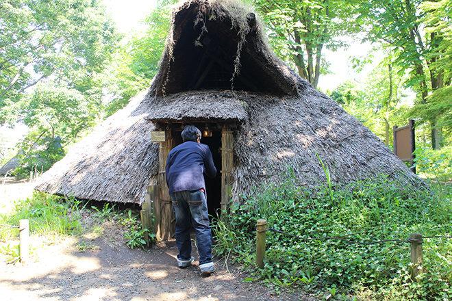 竪穴式住居に入る